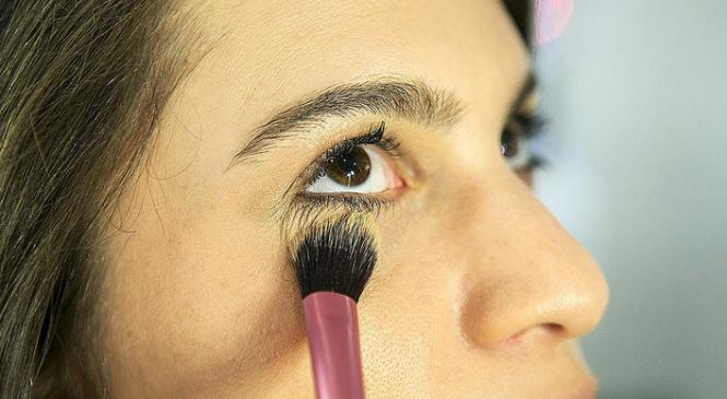 Против солнца: как сделать стойкий макияж