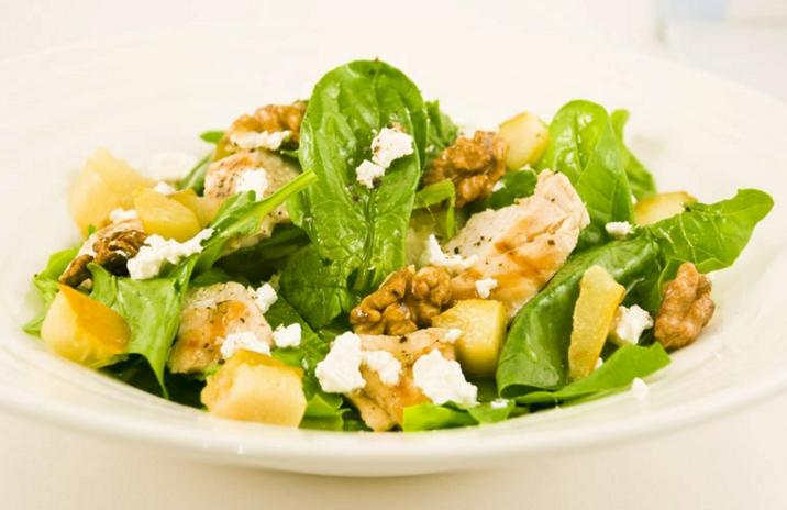 Полезный и вкусный салат со шпинатом