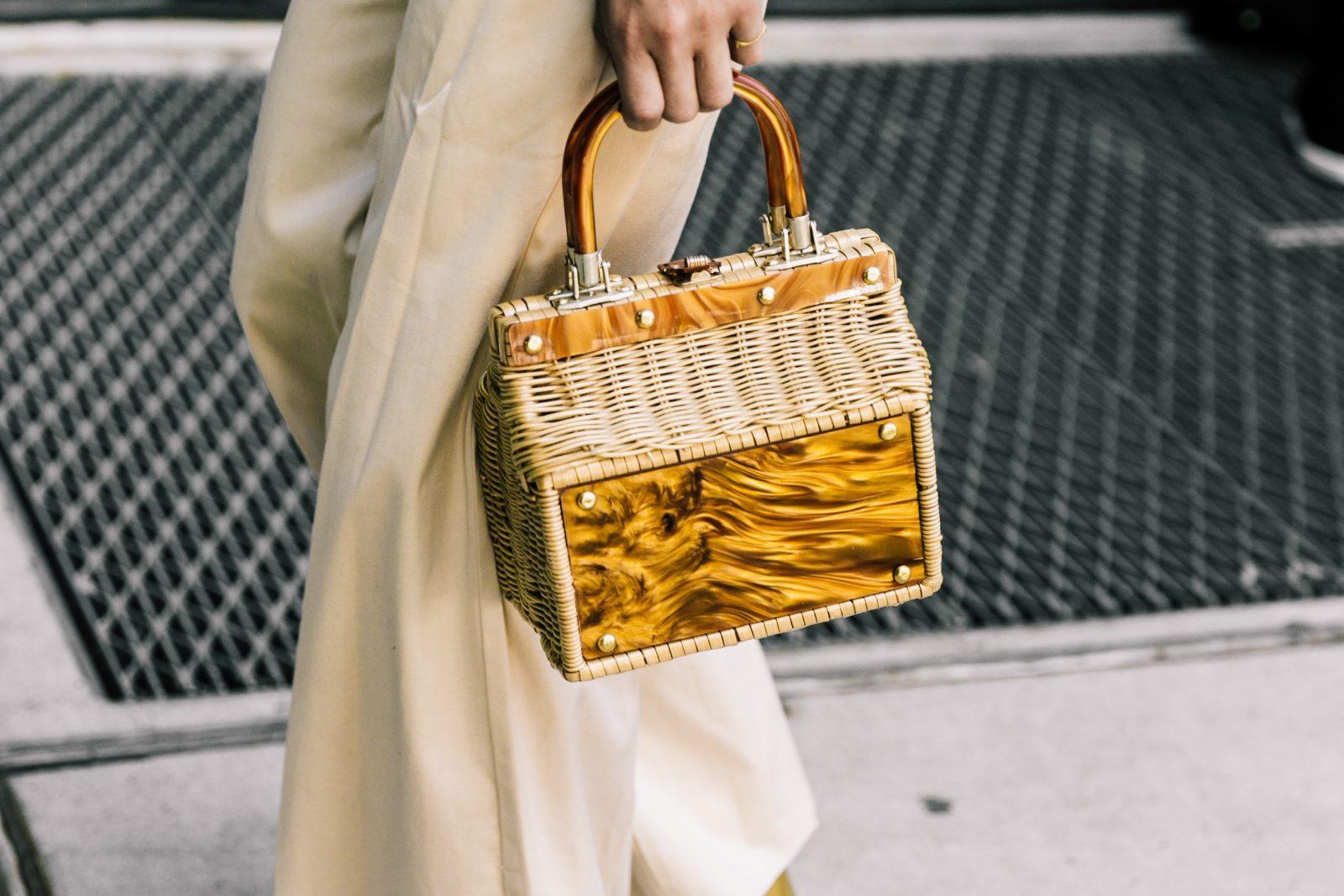 Тренд сезона— сумки изсоломы